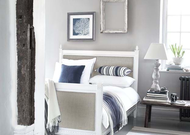 Larsson Coastal Bedroom with Hanley Pillar Lampstand
