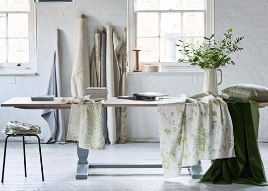 Harrogate extending table with fabric