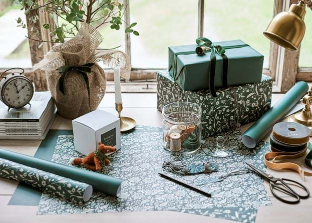 Winterberry wrapping desk