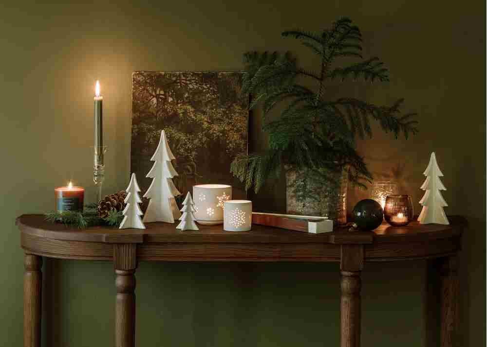 Christmas console styling without painting