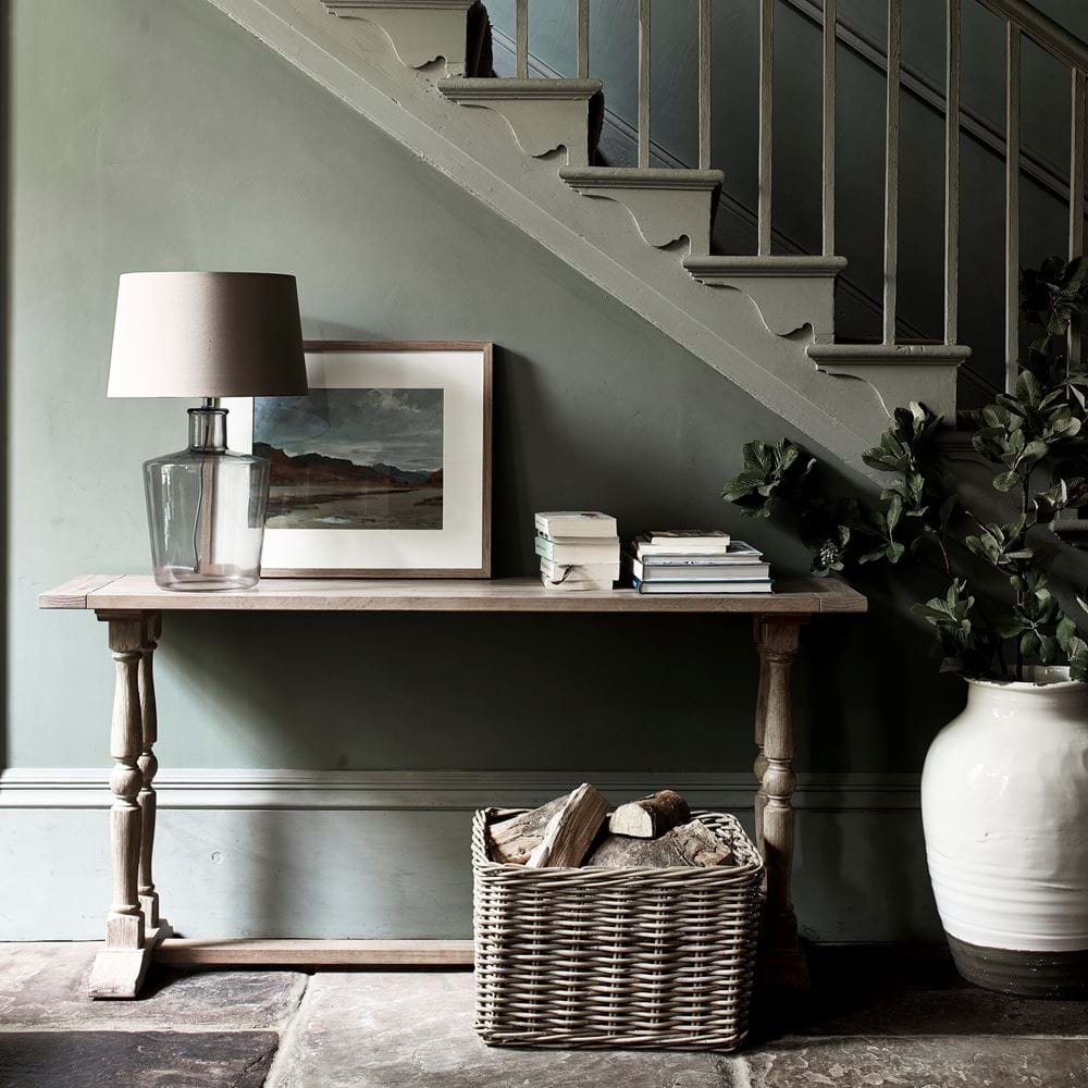 Turnberry console with basket