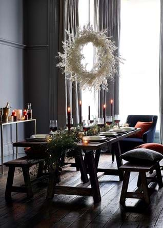 Arundel dining with white wreath