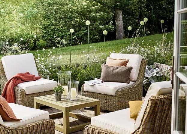 Beatrix cushion in garden