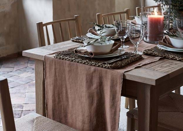 Antonia table runner apricot