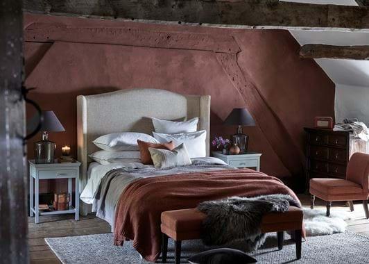 Attic bedroom Chestnut wall