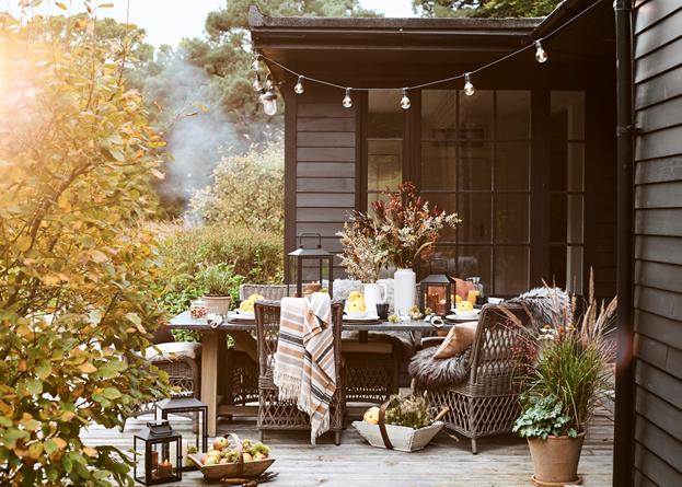 Stanway Bluestone 8 Seater Set_Autumn_Bonfire Night_Outdoor Dining