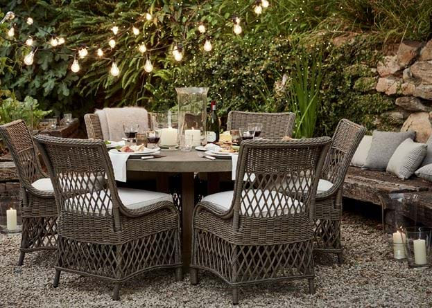 Hove six-seater round table with Harrington chairs