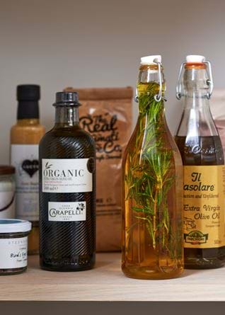 journal_pantry_homemade-infused-rosemary-olive-oil
