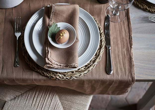 Antonia table runner