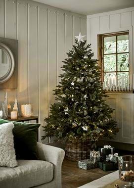 Christmas tree Winterberry presents