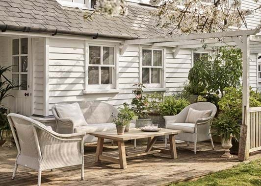 Chatto garden set with Stanway