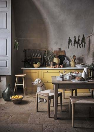 Henley Kitchen Painted in Saffron Eggshell