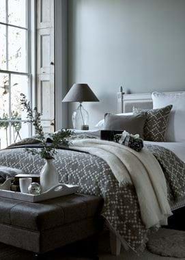 Winter bedroom 3 quarter