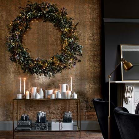 Large wreath gold wall