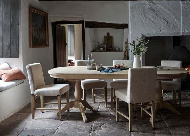 Henley extending table
