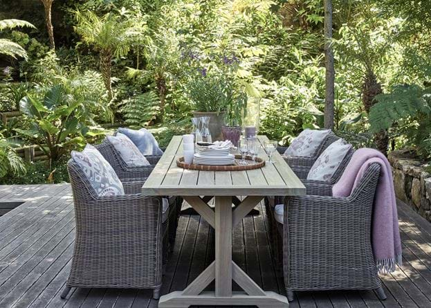 Outdoor Dining Table Setting