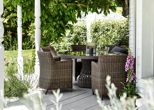 Garden Set_Round Harrington Table with Stanway Carver Chairs