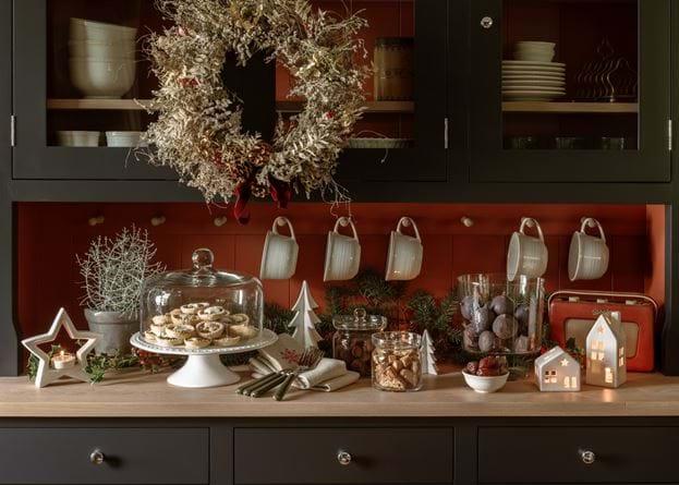 Suffolk dresser, Christmas setup