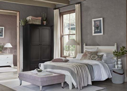 Chichester Bed with Bedside Tables & Shaftesbury Lamp