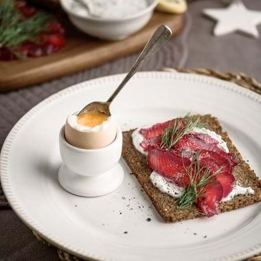Neptune food, beetroot cured salmon on rye-2