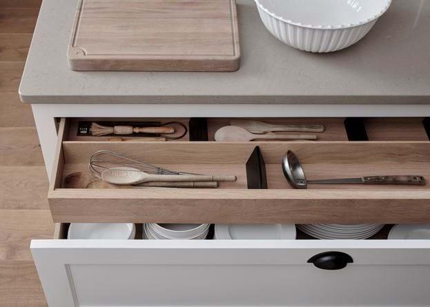 Swash Henley Kitchen_Imperial Sq_Drawer Detail 1